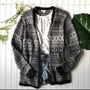 Cardigan open front sweater black white print